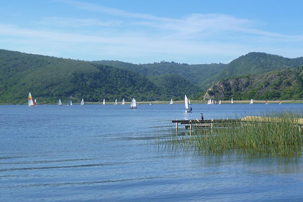 Sailing on Island lake